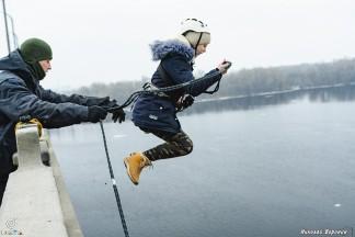 Стрибки з мотузкою з Кайдацького моста