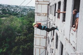 Прыжки с 9-ти этажного дома на Тополе