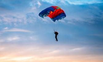 Стрибки з парашутом у Дніпрі