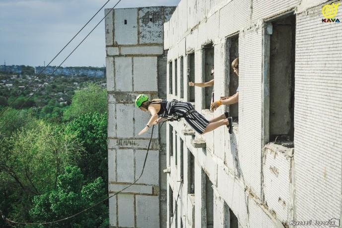 Прыжки с веревкой с 9-ти этажки в Днепре