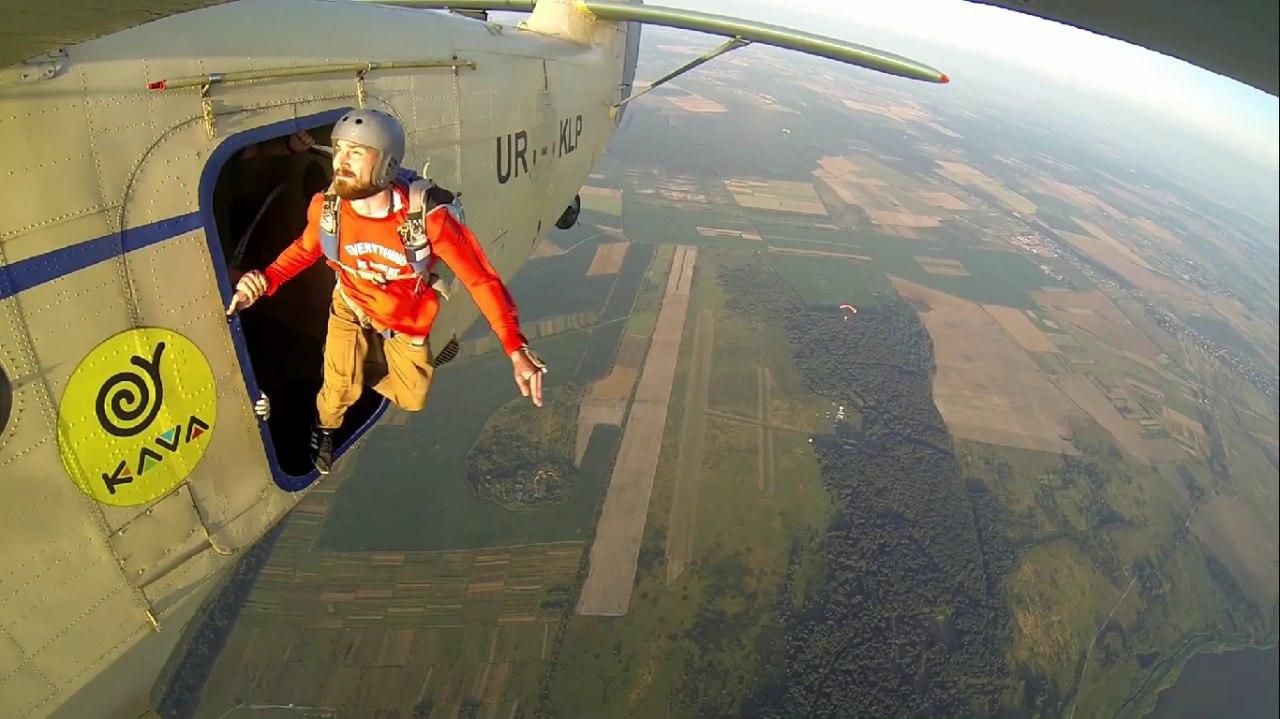 Стрибки з парашутом - Аеродом Цунів(Львів)